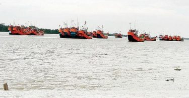 ICG and Bangladesh Coast Guard bring back 516 Indian fishermen stranded due to rough seas