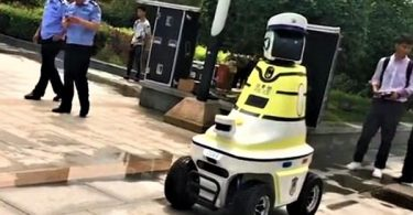 Robot traffic police put on duty in north China