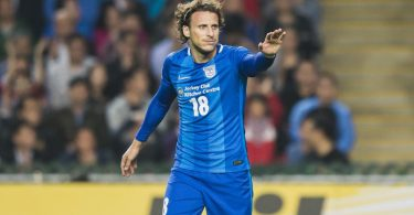 Former Uruguay striker Forlan announces retirement
