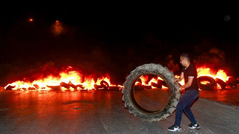 Arabs hurl firebombs, burn tires as Jews pray at Joseph's Tomb before Yom Kippur