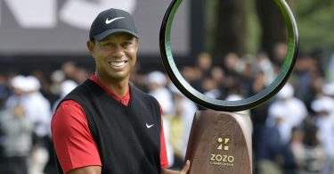 Woods 'never ceases to amaze' as peers tip their hat to greatness