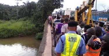 Bus loaded with passengers plunges into Ososa River, in Ogun