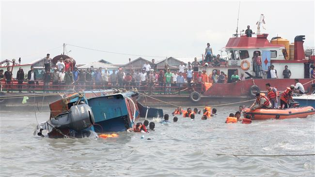 10 missing after boat carrying Malaysia-bound Indonesians sinks