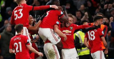 Manchester United win 2-0 at Chelsea to close up on EPL top four