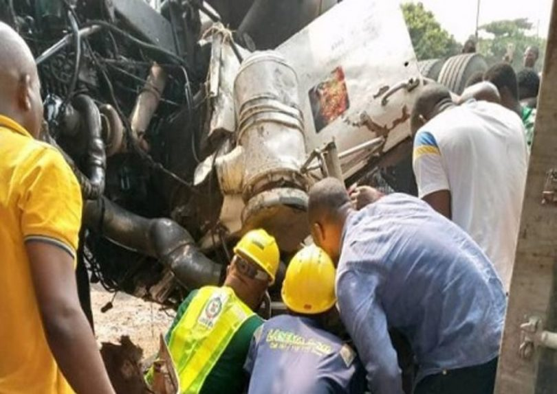 Container-laden vehicle falls in Lagos, claims 1 life – LASEMA