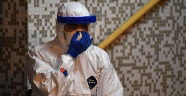 Coronavirus death toll tops 1,000