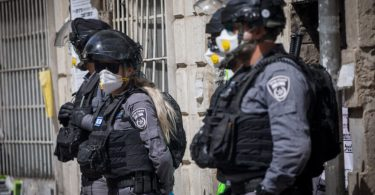 14th Israeli dies of COVID-19; government set to tighten lockdown as cases near 4,000