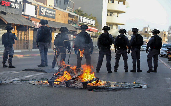 Arabs riot in Jaffa after resident arrested for violating quarantine regulation