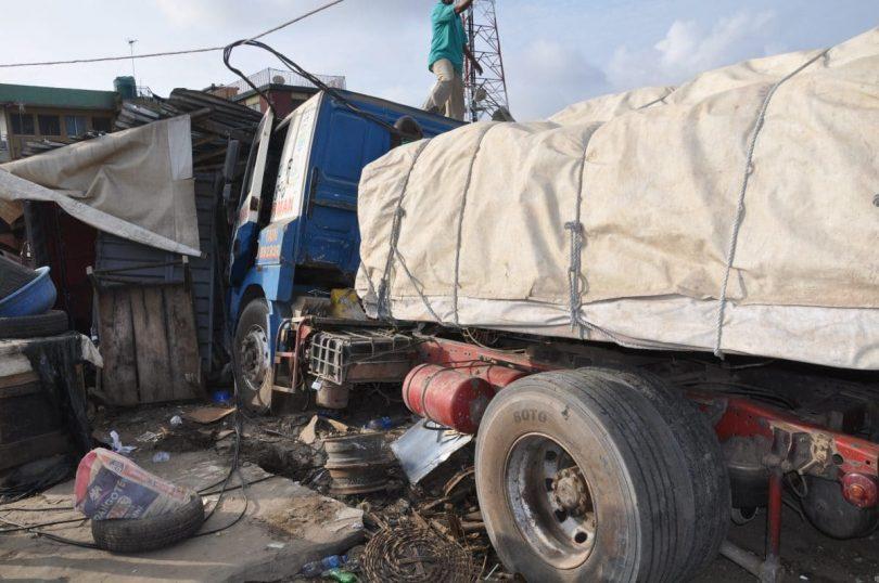 Truck crushes 1, injures 2 in Ogun