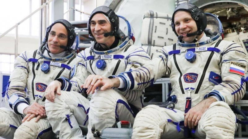 3 astronauts land safely to earth after 6 months in space