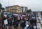 EndSars Protest: Epe youths turn expressway to play ground, barricades highway