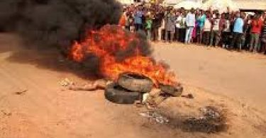 INSECURITY: Irate Mob sets 2 ablaze in Ibadan over alleged robbery