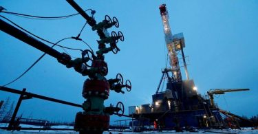 Oil bounces back but recovery stunted by European lockdowns, U.S. stock build